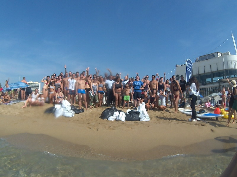 Voluntarios limpieza del mar_Barcelona