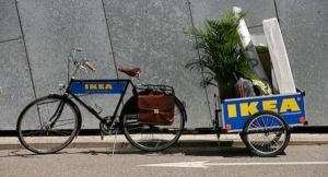 Bicicletas y remolques para cargar la compra y llevarla a casa