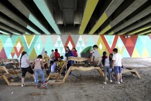 Puentes de colores que inyectan vida