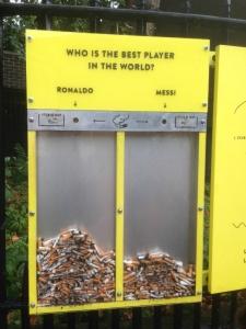 ¿Messi o Ronaldo? La colilla decide y así se evita ensuciar el suelo