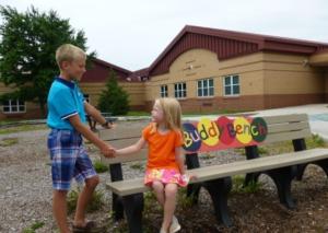 Con 'The Buddy Bench' ningún niño se sentirá solo en el colegio