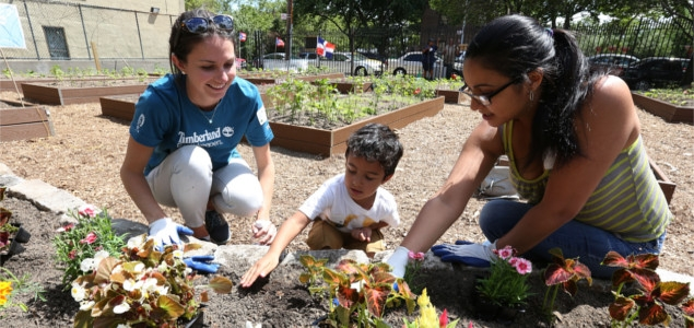 Urban gardening: Neighbors plant at the United We Stand garden