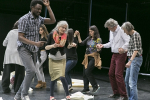 Theater to fight loneliness: Seniors and refugees in the city