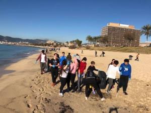 Limpieza y concienciación en las playas de Mallorca