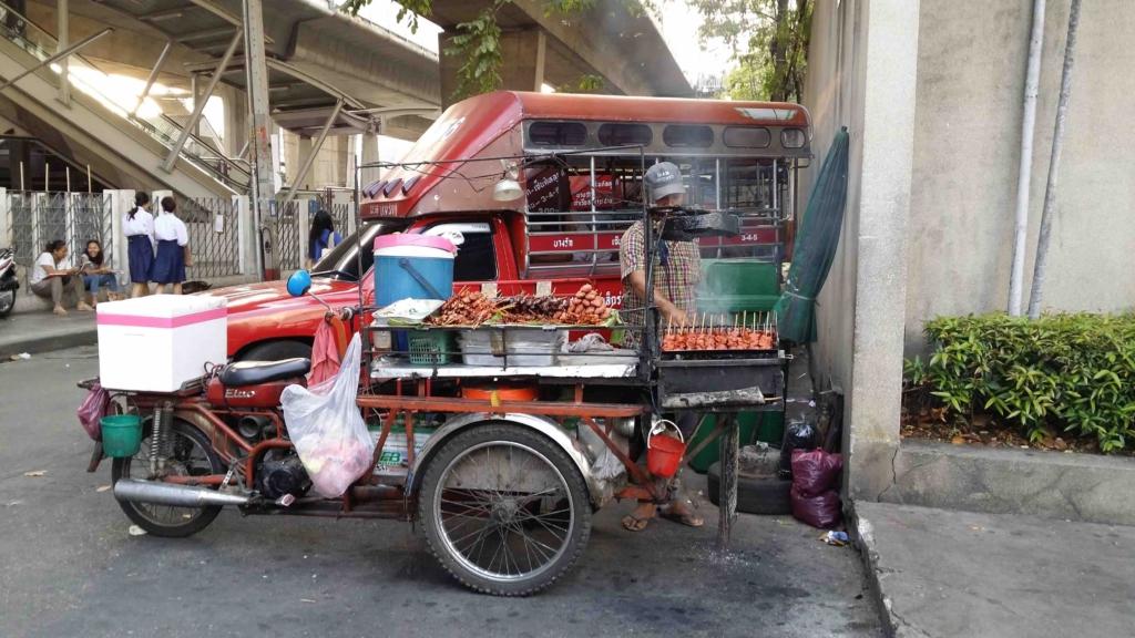 Food stall on a sidewalk in Bangkok