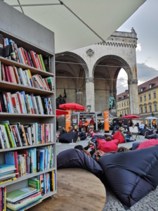 StadtLesen: a mobile reading room for culture in cities