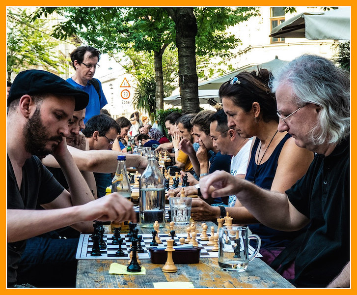 Chess Unlimited: a language for social cohesion in the city