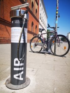Free bicycle air pumps and tools for cyclists around the city