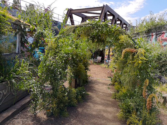 Meanwhile-space-Nomadic-Gardens