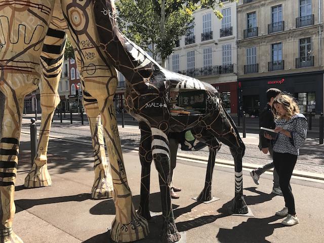 Giraffes-books at La Canebière de Marseille_2