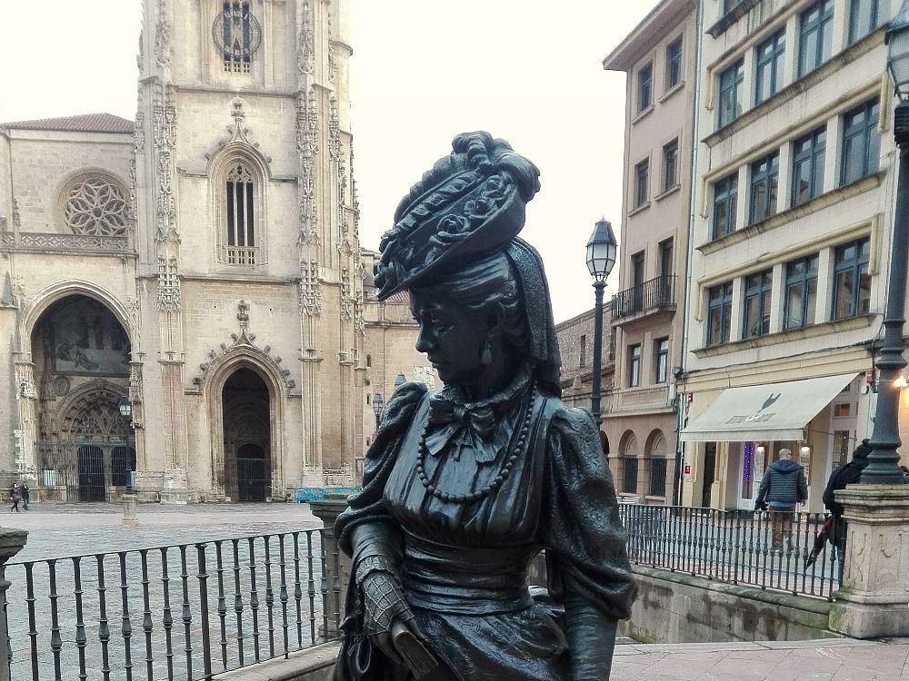 Women-sculpture-Regenta