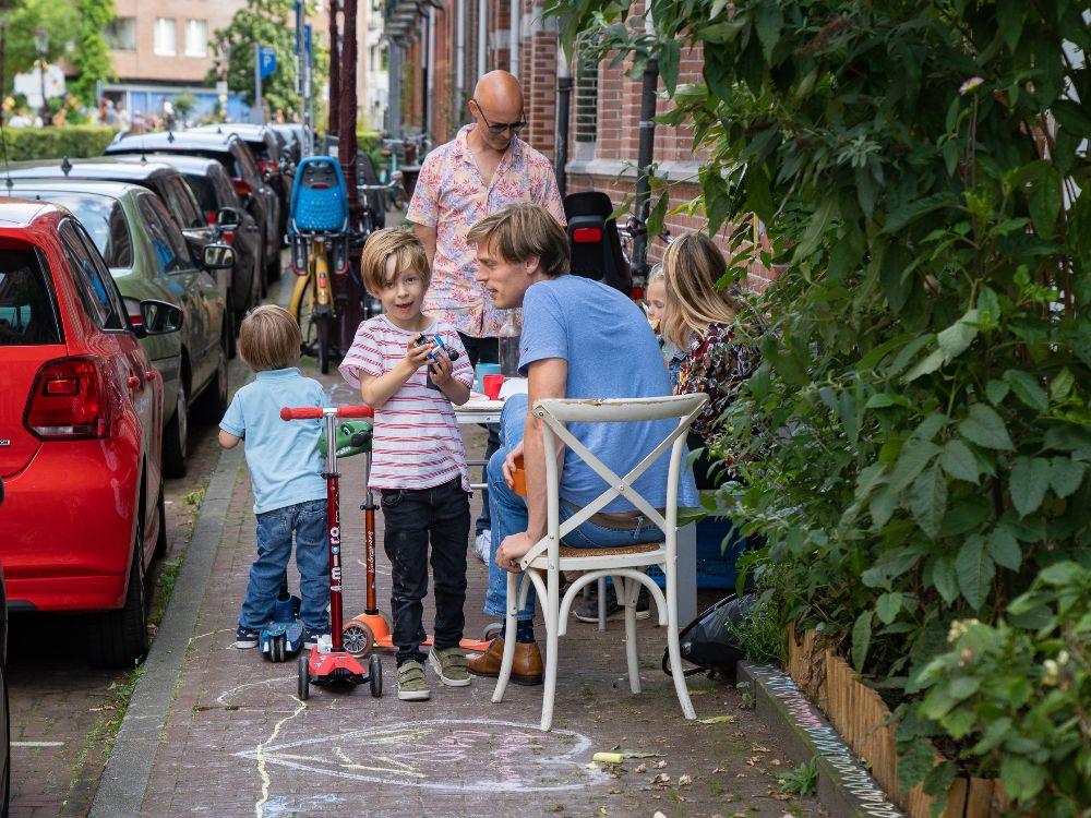 BuurtBankjes-activate-sidewalk-in-Amsterdam